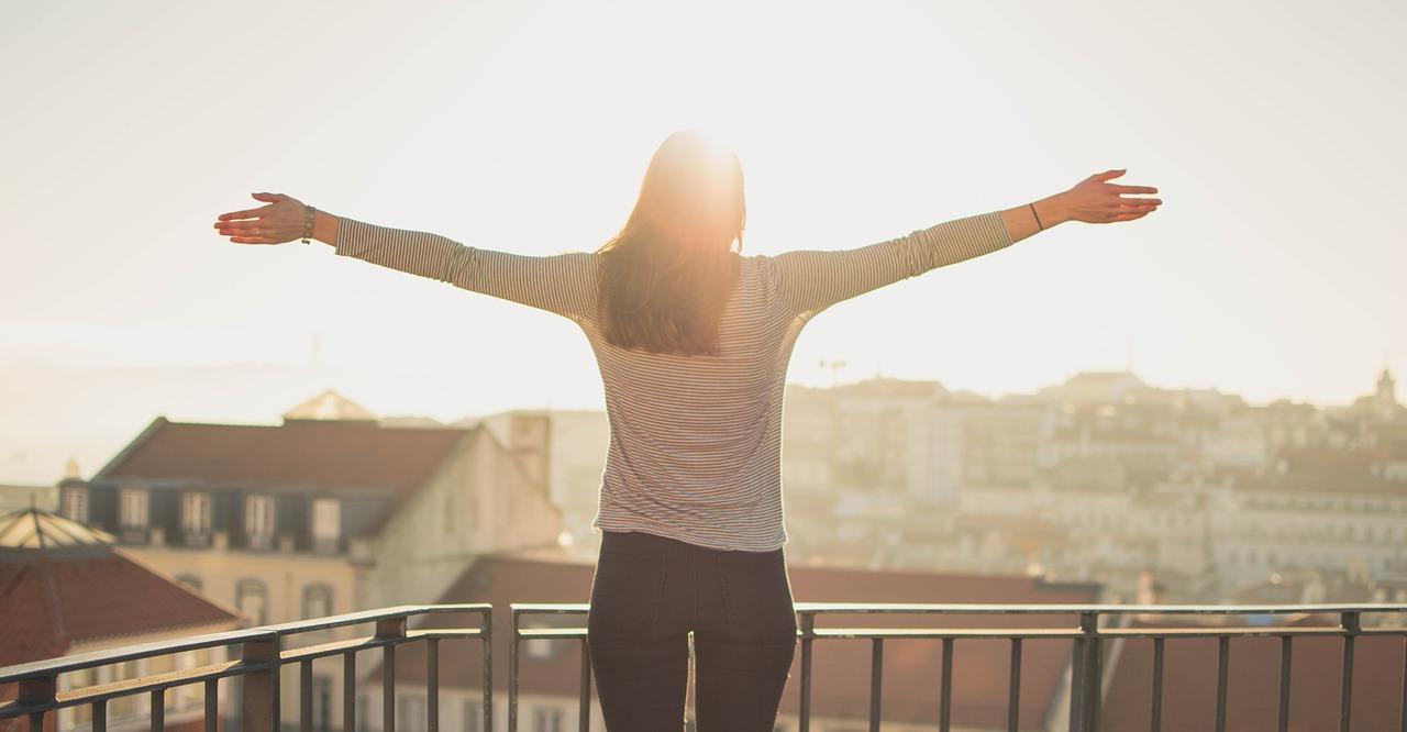 Co na balkon zamiast płytek – top 3 rozwiązań dla Twojego balkonu!