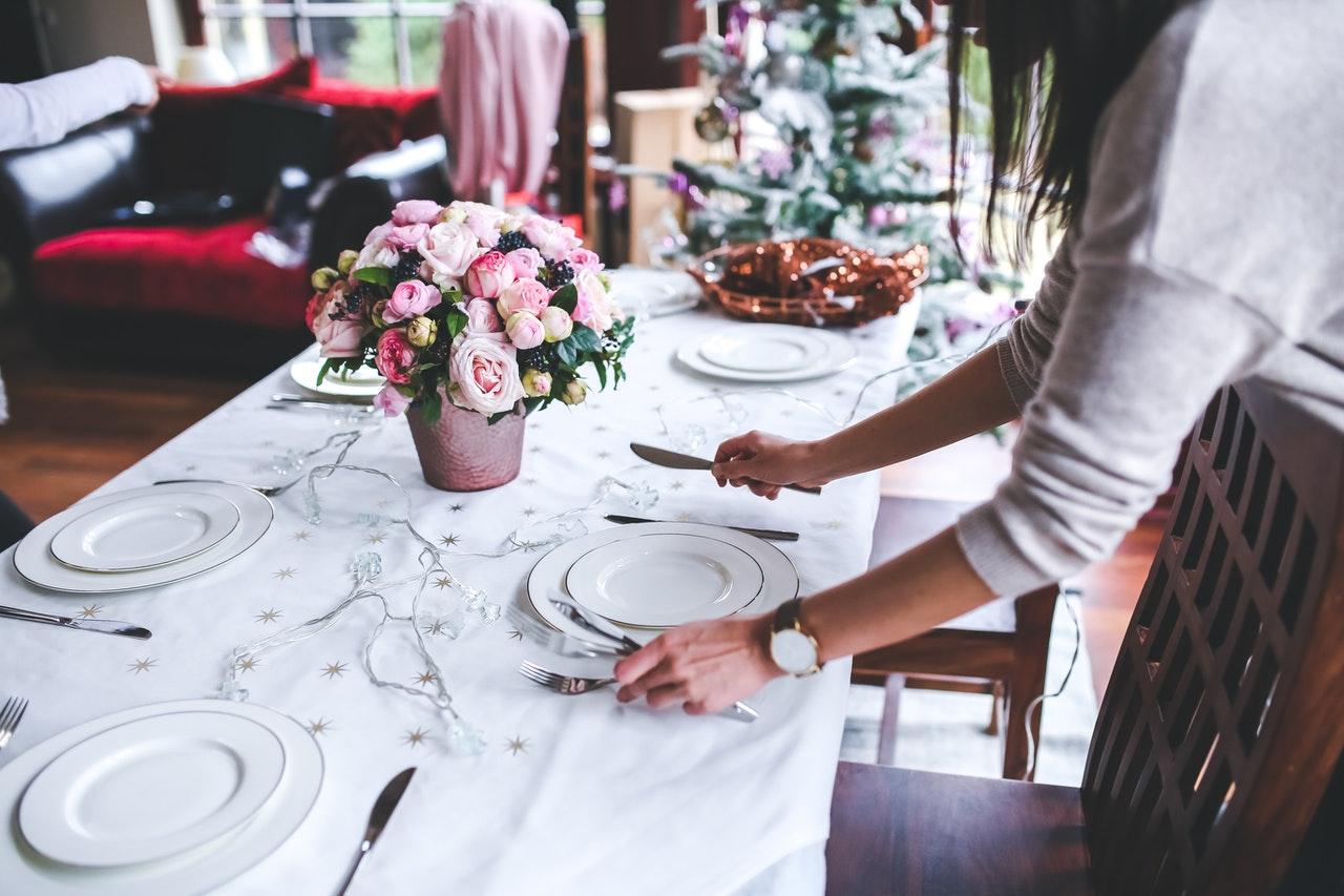 Eleganckie obrusy świąteczne na każdy stół