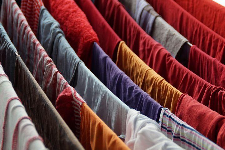 Najskuteczniejsze metody na suszenie prania zimą