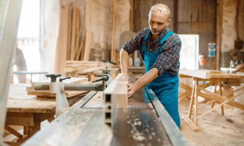 Specjalistyczny sprzęt stolarski: strugarki czterostronne. Kiedy, gdzie i za ile kupić?